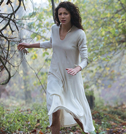 Outlander-101-Claire-runs250x266