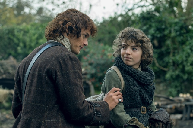 8/ 06  Ext Lallybroch Jamie & Claire prepare to leave:  Fergus can't travel with them. Claire takes a look back as she leaves